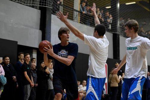 Баскетбольную площадку в тюмени обновили до мировых стандартов nba