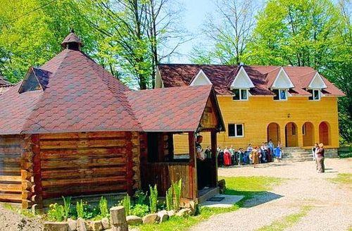 Частная усадьба «золотой корень» в селе люча-рушир косовского района