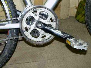 Что делать, если откручивается педаль на велосипеде