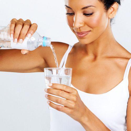 Что пить: воду, изотоники или энергетические напитки