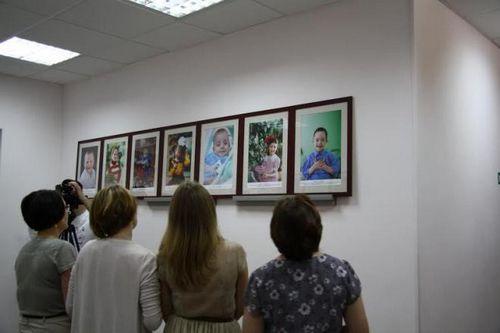 Фотовыставка галерея детства: уже два ребенка обрели семью