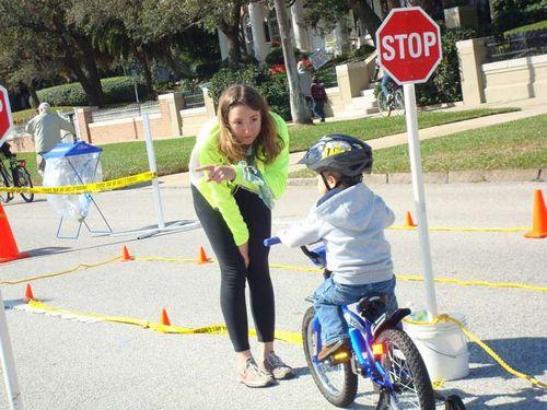 Где можно ездить маленьким велосипедистам до 14 лет