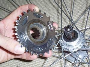 Как можно разобрать и снять трещотку на велосипеде