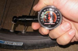 Как правильно подобрать давление в шинах велосипеда для комфортной езды