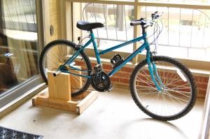 Как сделать из велосипеда самодельный тренажер в домашних условиях?