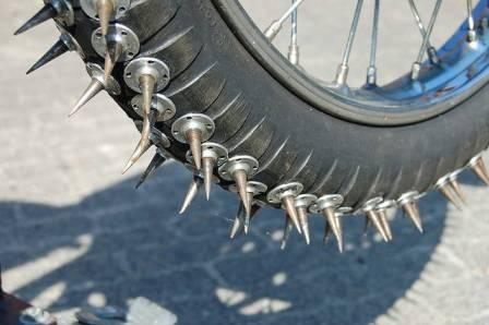 Как сделать шипованную резину на велосипед своими руками