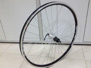 Как снять и поменять колесо на велосипеде