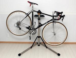 Какие бывают напольные подставки для велосипеда?