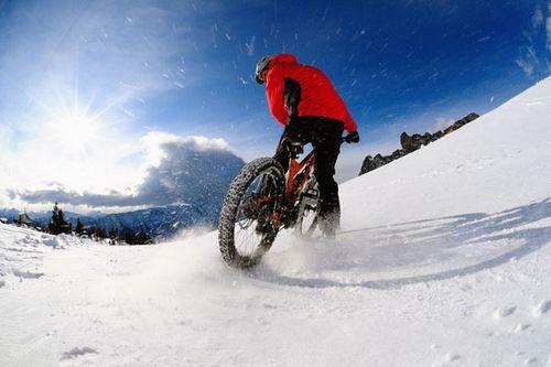Катание на велосипеде в экстремальных погодных условиях