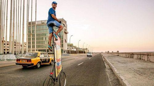 Кубинец строит самый высокий в мире велосипед