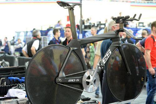 Немецкая сборная по велотреку показала новый велосипед fes