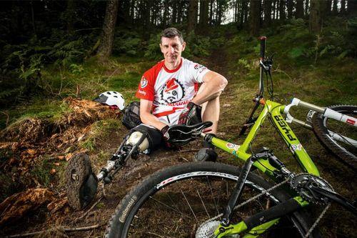 Одноногий велосипедист создал себе протез из амортизатора rockshox
