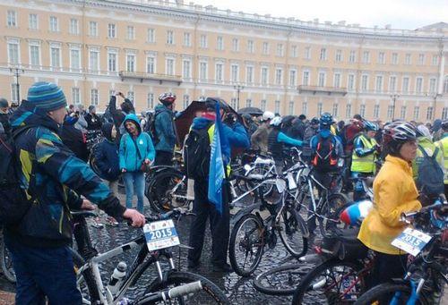 Пять тысяч петербуржцев открыли велосезон