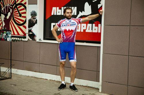 «Попугайская» велоформа или умеренный стиль в одежде