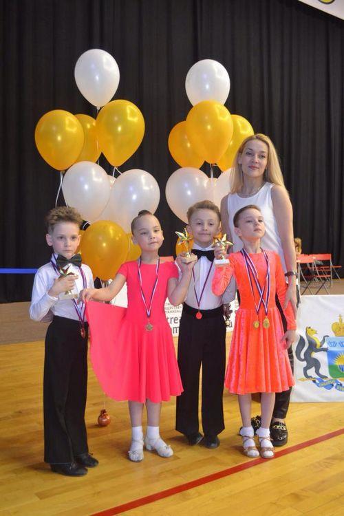 Прибой приглашает детей на спортивные бальные танцы