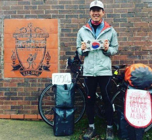 Проехал на велосипеде 17000 км, чтобы посмотреть игру liverpool fc. и не достал билета