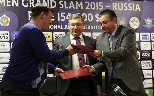 Рубин подписал с болельщиками договор о сотрудничестве