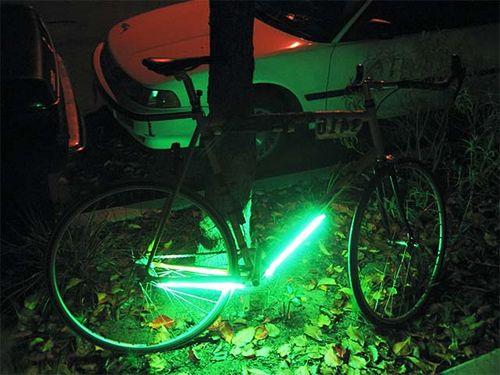Самодельная люминесцентная подсветка на раму велосипеда