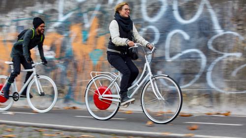 Суперпешеход запустил колесо в европе