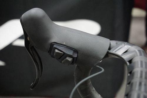 Trp интегрировали кнопки управления di2 в тормоза hylex