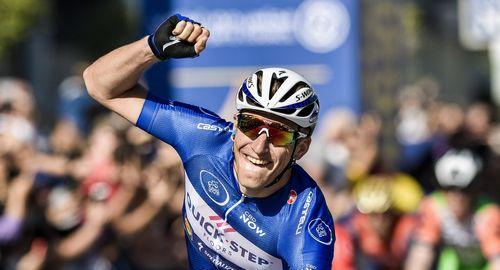 Тур абу-даби 2017: марк кавендиш выиграл спринт первого этапа