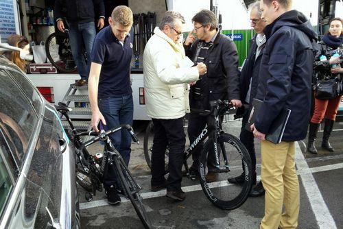 Uci определили наказание за моторизованные велосипеды