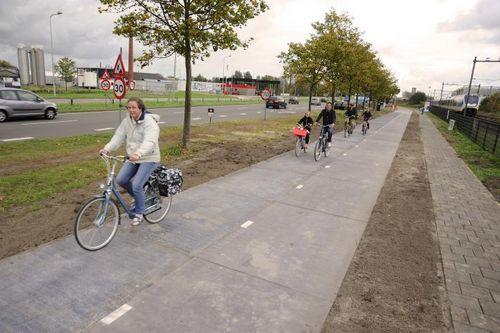 В голландии проложат велосипедные дорожки с солнечными батареями