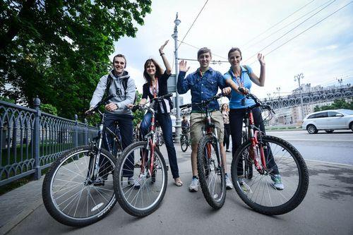 Велогонщики требуют изменения правил для сопровождающих мотоциклов