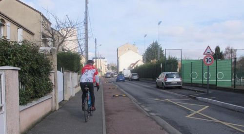 Велосипедистам нужны защищенные велодорожки!