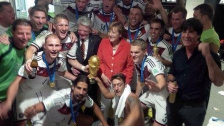 Заветный кубок и селфи с ангелой меркель: сборная германии – четырехкратный чемпион мира по футболу