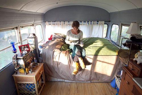 Жизнь в автобусе. две разных истории