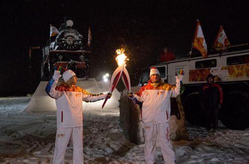 Зимняя сказка и низкая температура встретила эстафету олимпийского огня сочи 2014 на ямале